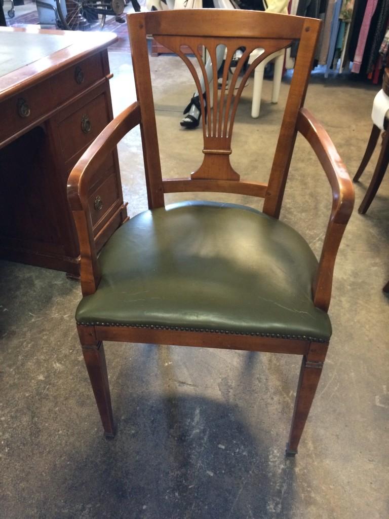 Sedie Di Legno Usate.Sedia In Legno E Pelle Usata A Treviso Portobello Vintage
